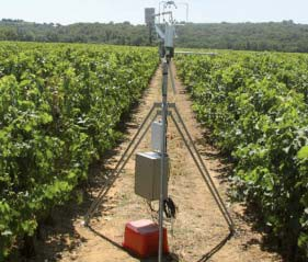 Mapping the water status in a vineyard by thermal infrared remote sensing. In situ device for measuring real evapotranspiration in a vineyard plot by the turbulent covariance method. - M.Galleguillos © UMR LISAH